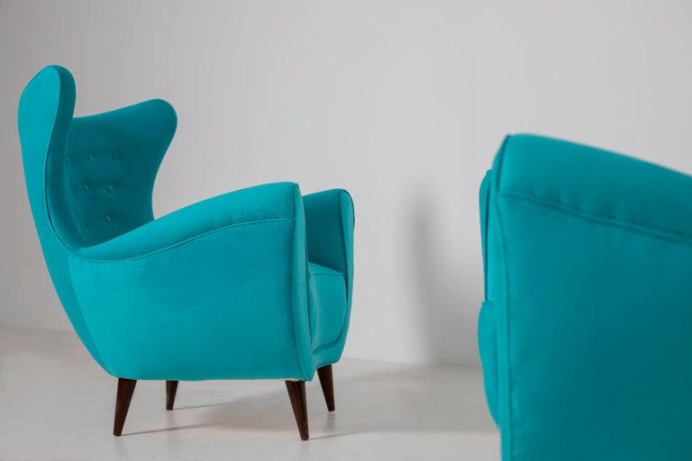 Pair of Italian Midcentury Armchair in Light Blue Velvet, 1950s For Sale 1