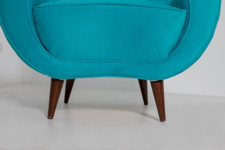 Pair of Italian Midcentury Armchair in Light Blue Velvet, 1950s For Sale 4