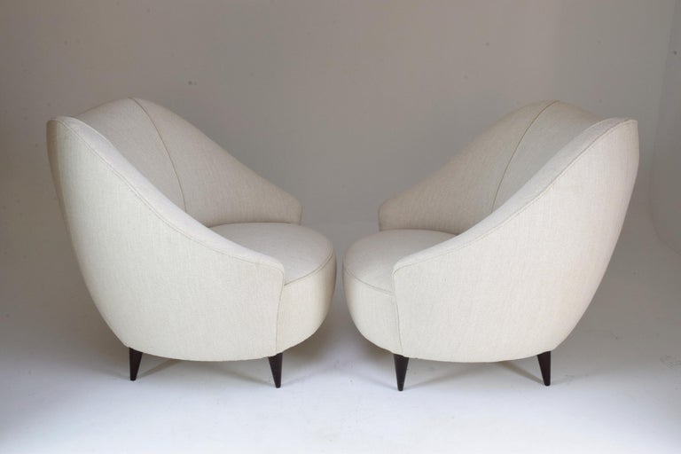 Upholstery Pair of Italian Midcentury Armchairs Attributed to Gio Ponti, 1950s For Sale