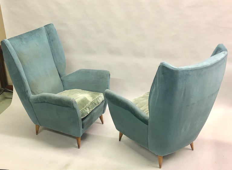 Elegant, stunning pair of Italian Mid-Century Modern armchairs or lounge or wingback or high back chairs by Gio Ponti, 1955 for Editions ISA, Bergamo. 