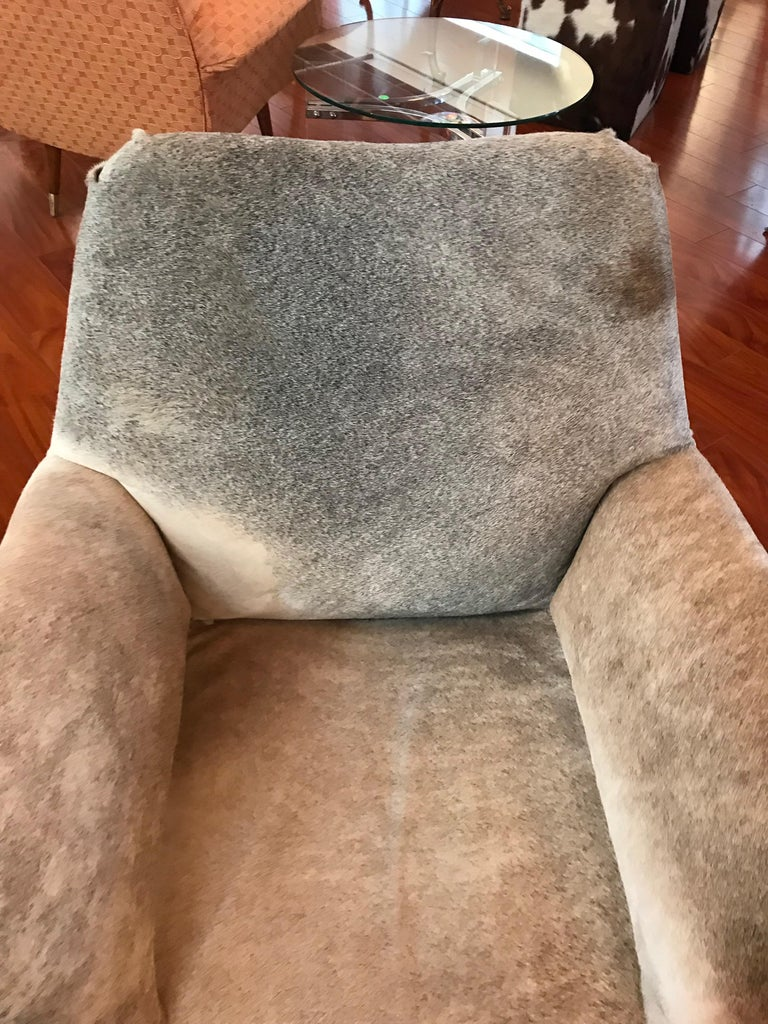 Pair of Italian Mid-Century Modern Club Chairs Covered in Cowhide For Sale 3