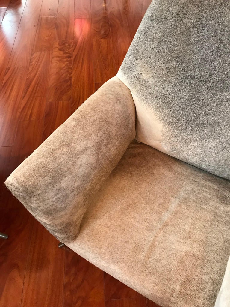 Pair of Italian Mid-Century Modern Club Chairs Covered in Cowhide For Sale 4
