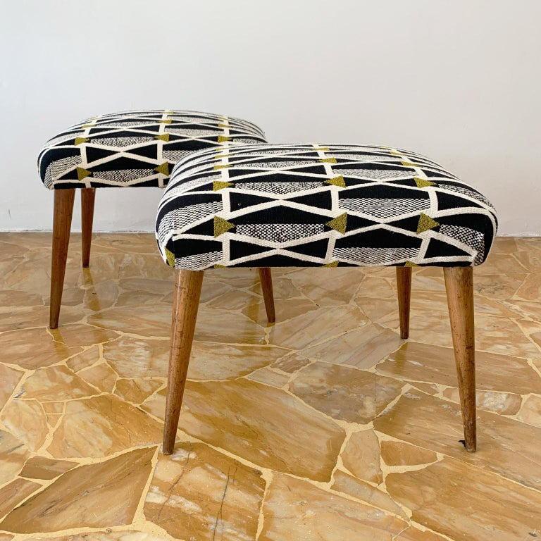 Pair of Italian Mid-Century Modern Ottoman In Good Condition For Sale In Milan, IT