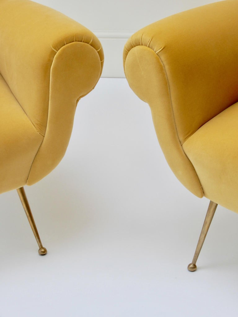 Pair of Italian Mid-Century Modern Style Armchairs in Yellow Velvet For Sale 1