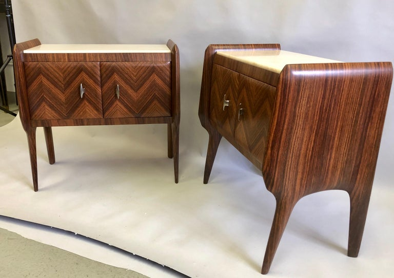 Pair of Italian Midcentury Nightstands/End Tables Attributed to Osvaldo Borsani In Good Condition For Sale In New York, NY