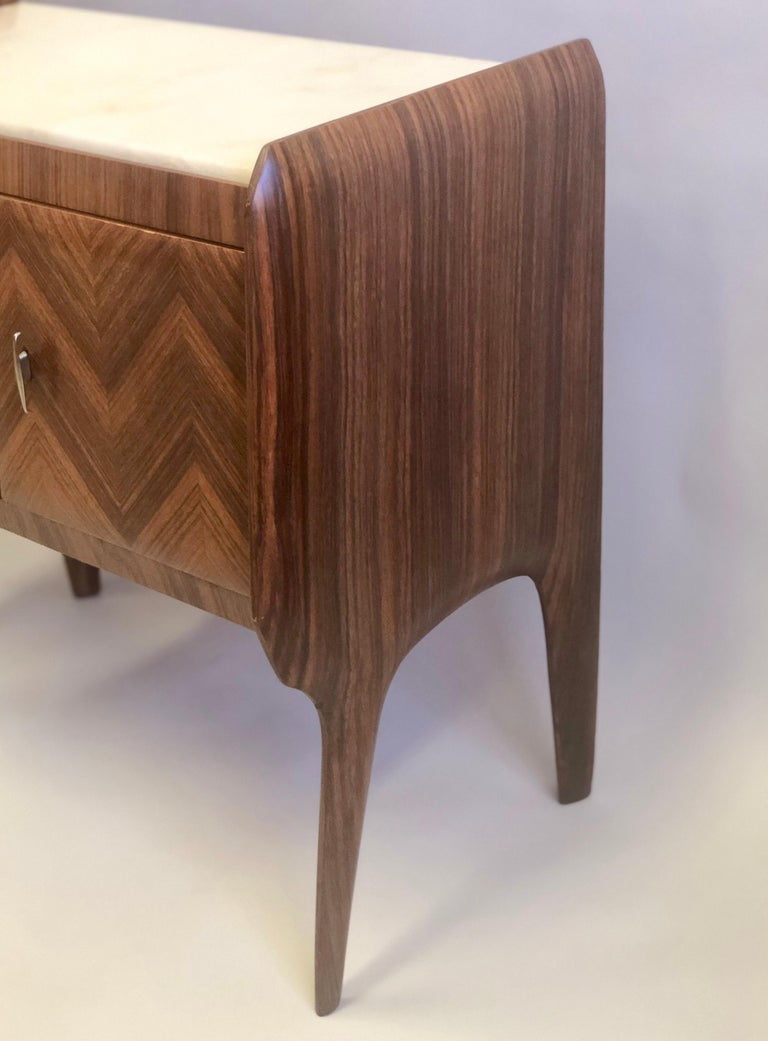 Pair of Italian Midcentury Nightstands/End Tables Attributed to Osvaldo Borsani For Sale 1