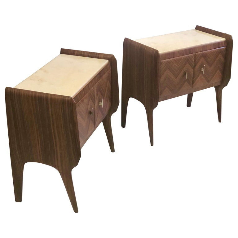 Pair of Italian Midcentury Nightstands/End Tables Attributed to Osvaldo Borsani For Sale
