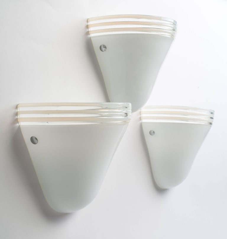 1970s Pair of Mid-Century Modern White Murano Glass Sconces by Leucos, Italy For Sale