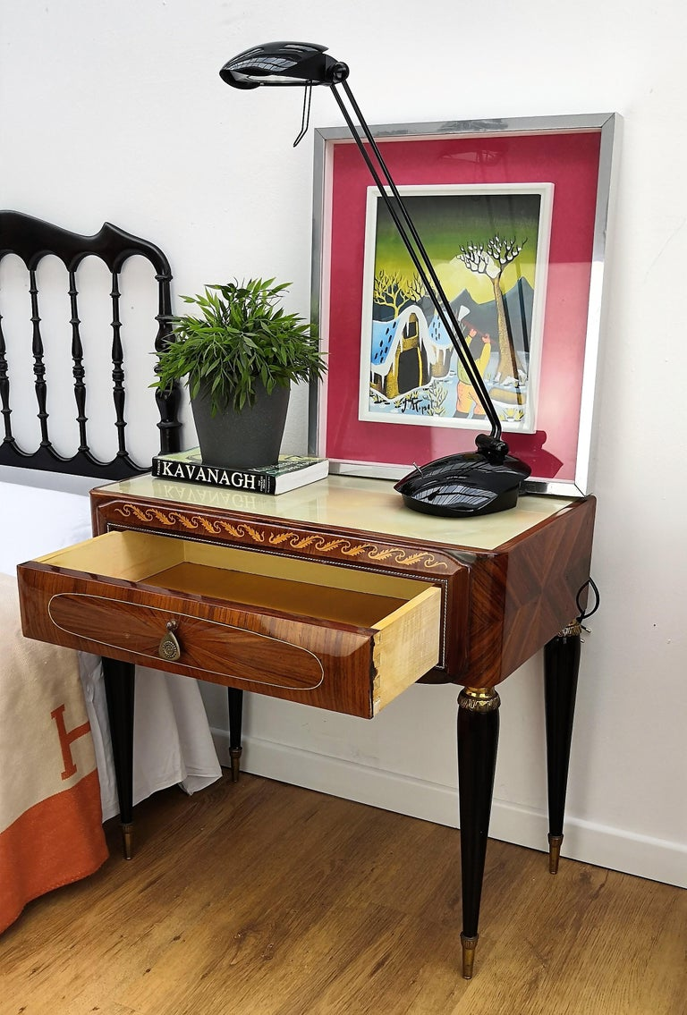 Pair of Italian Midcentury Art Deco Nightstands Bedside Tables Walnut Glass Top In Good Condition In Carimate, Como