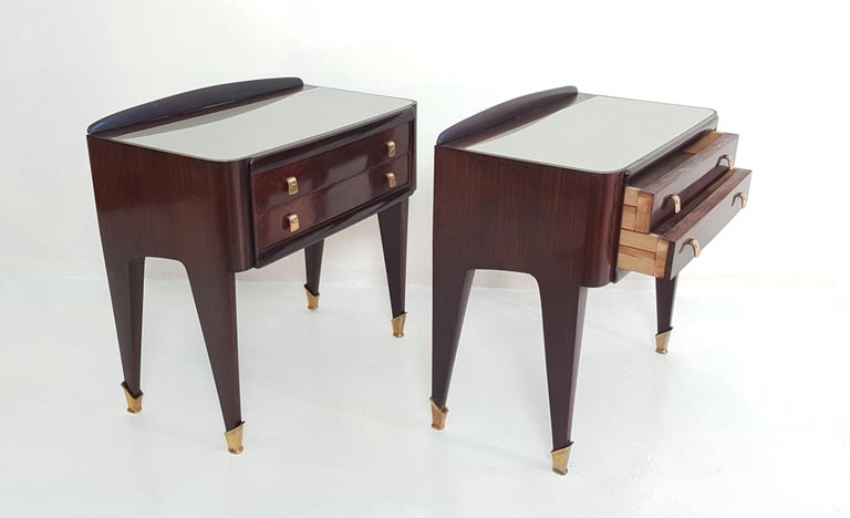 Pair of Italian Midcentury Nightstands in Mahogany and Brass For Sale 2