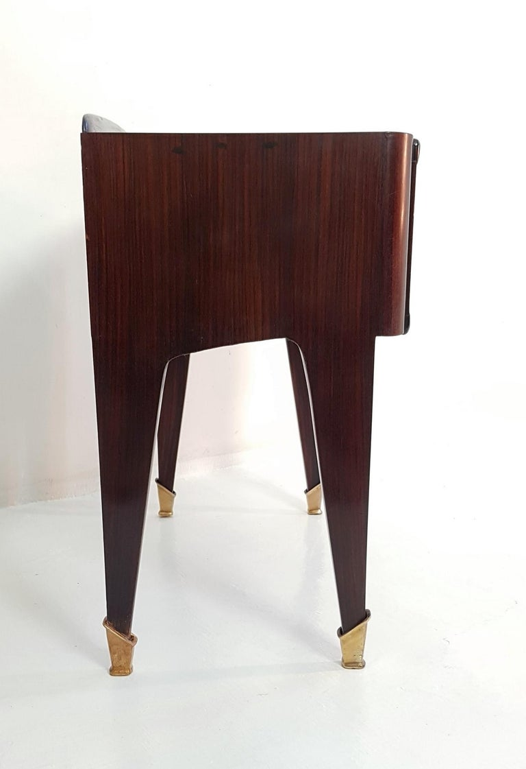 Pair of Italian Midcentury Nightstands in Mahogany and Brass For Sale 3