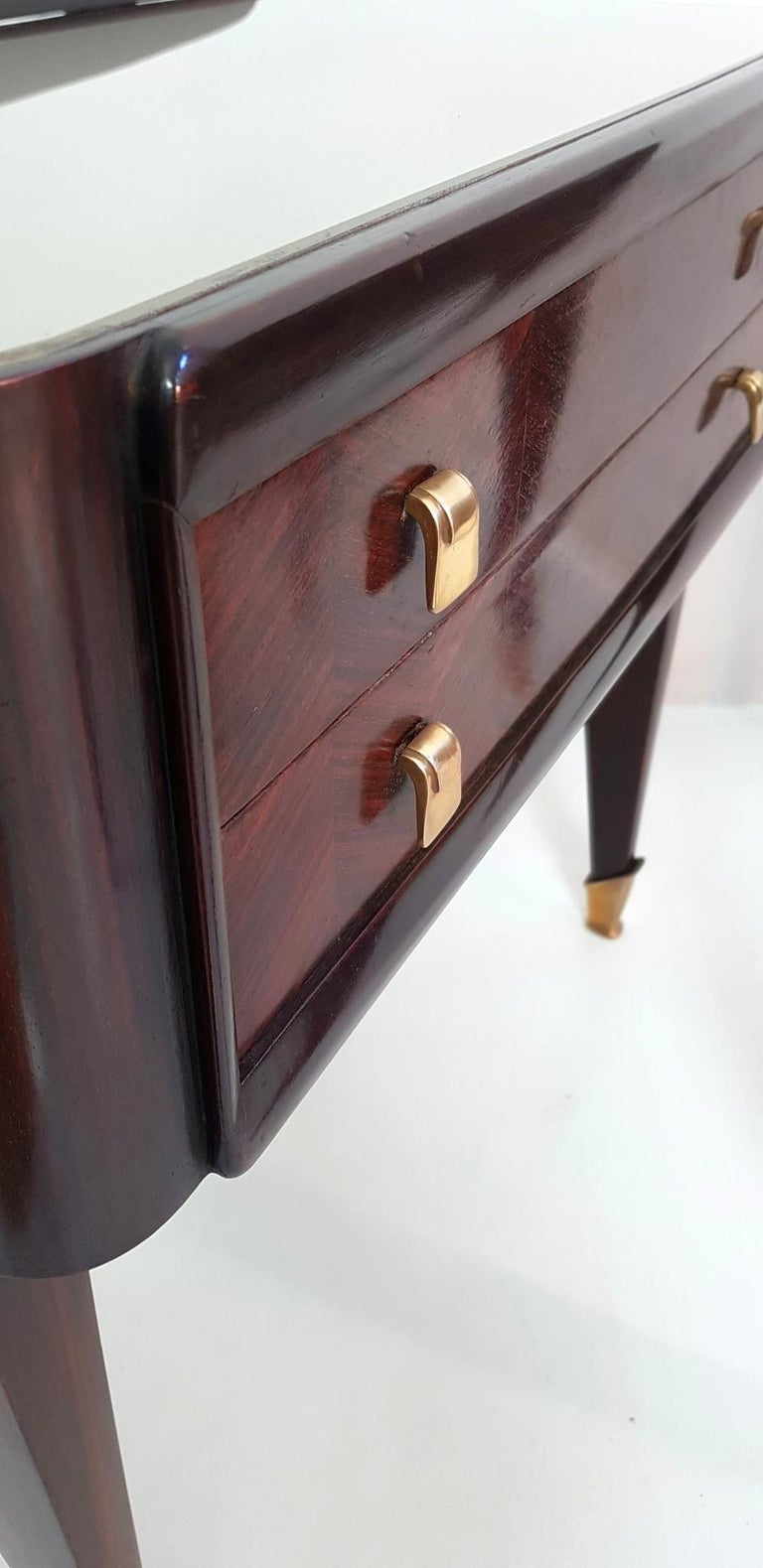 Pair of Italian Midcentury Nightstands in Mahogany and Brass For Sale 4