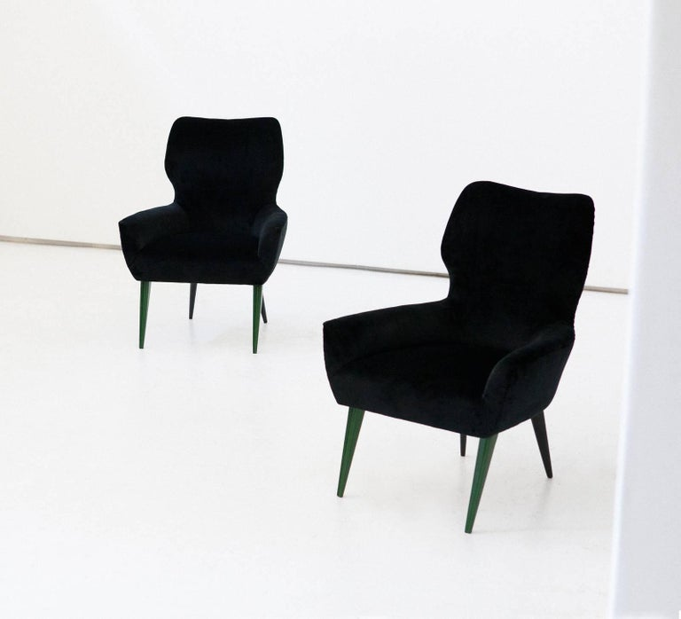 Pair of Italian Modern Easy Chairs with New Black Velvet Upholstery, 1950s In Excellent Condition For Sale In Rome, IT