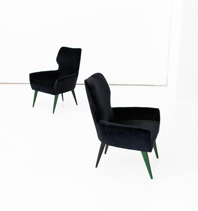 Mid-20th Century Pair of Italian Modern Easy Chairs with New Black Velvet Upholstery, 1950s For Sale