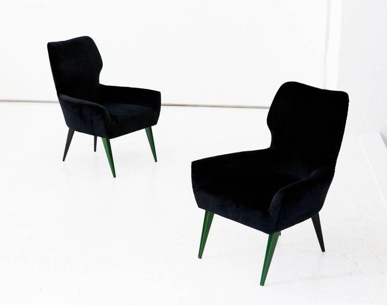 Pair of Italian Modern Easy Chairs with New Black Velvet Upholstery, 1950s For Sale 1