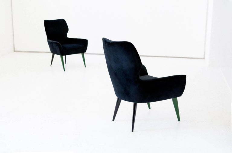 Pair of Italian Modern Easy Chairs with New Black Velvet Upholstery, 1950s For Sale 2
