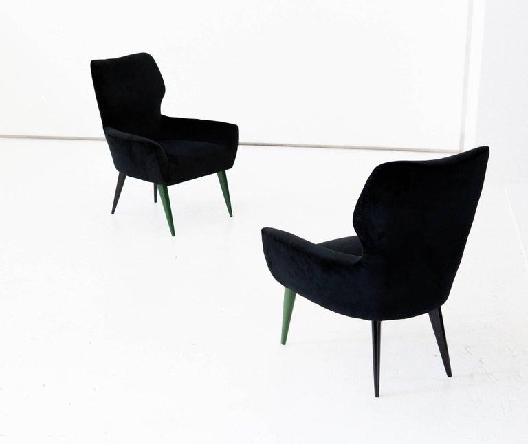Pair of Italian Modern Easy Chairs with New Black Velvet Upholstery, 1950s For Sale 3