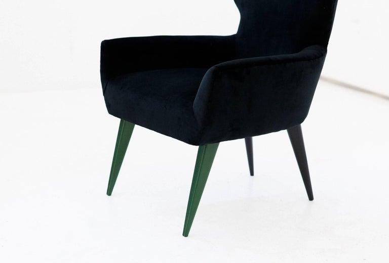 Pair of Italian Modern Easy Chairs with New Black Velvet Upholstery, 1950s For Sale 4