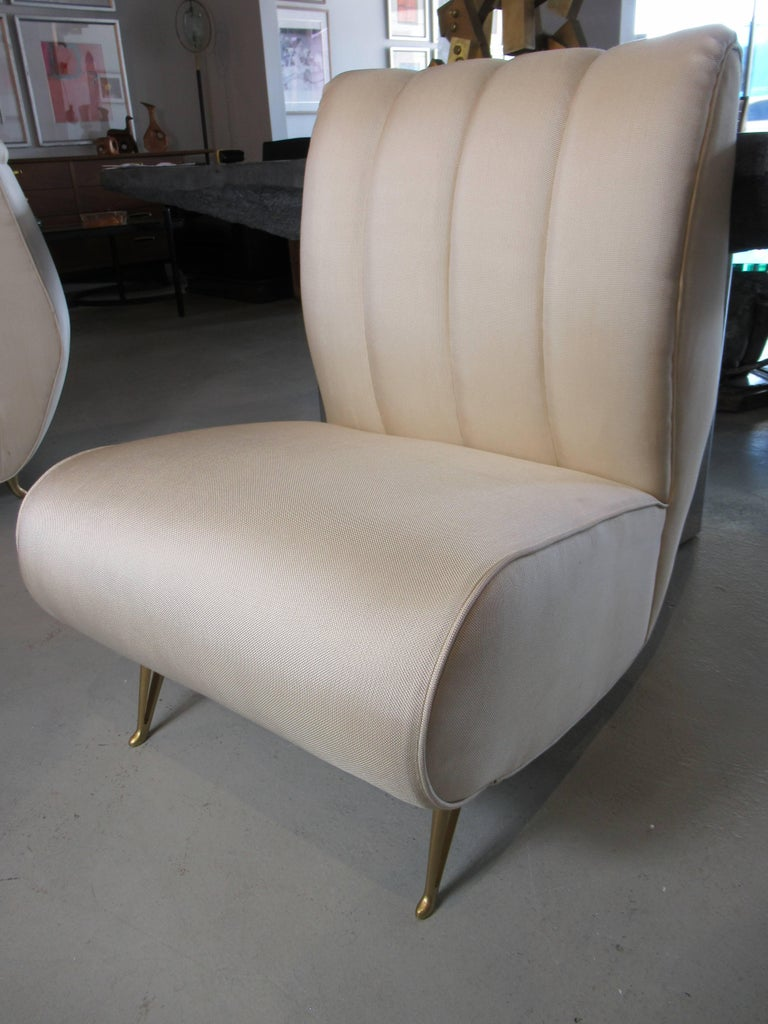 Pair of Italian Modern Slipper Chairs, Isa, Attributed to Gio Ponti For Sale 4