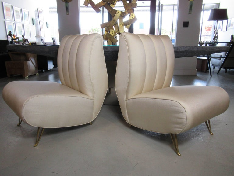 Mid-Century Modern Pair of Italian Modern Slipper Chairs, Isa, Attributed to Gio Ponti For Sale