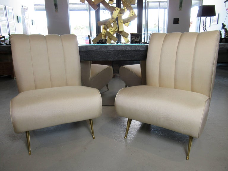 Pair of Italian Modern Slipper Chairs, Isa, Attributed to Gio Ponti In Excellent Condition For Sale In Miami, FL