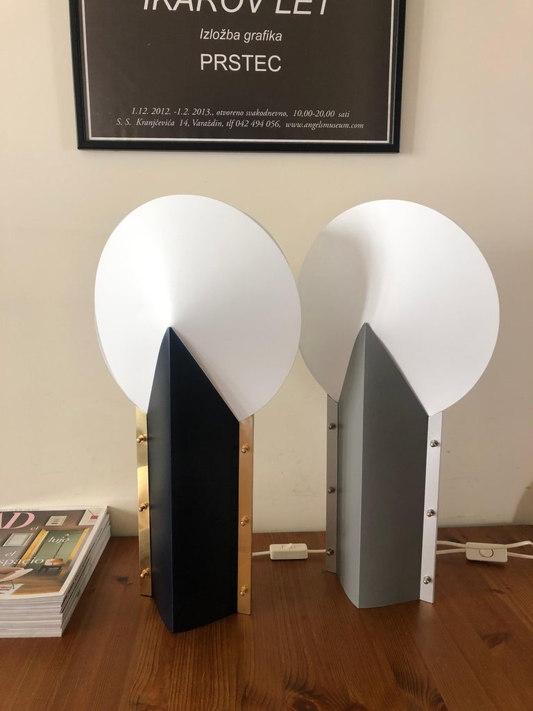 Postmodern Italian pair of table lamps in navy blue and grey from 1980s, model