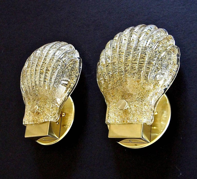 Pair of Italian Murano Glass Clam Shaped Wall Sconces In Good Condition For Sale In Palm Springs, CA