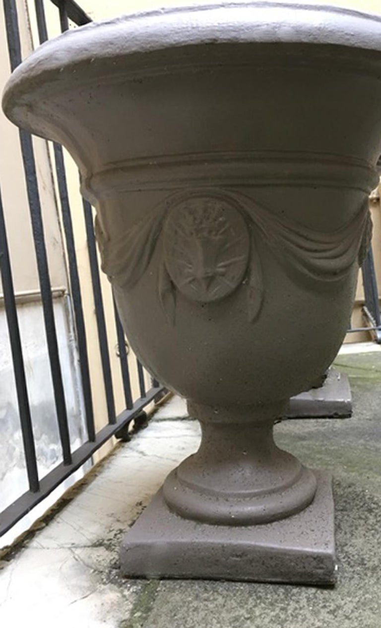 Pair of Italian Neoclassical Style Stone Paste Gardens Urns Hand Paint Mud Color For Sale 9