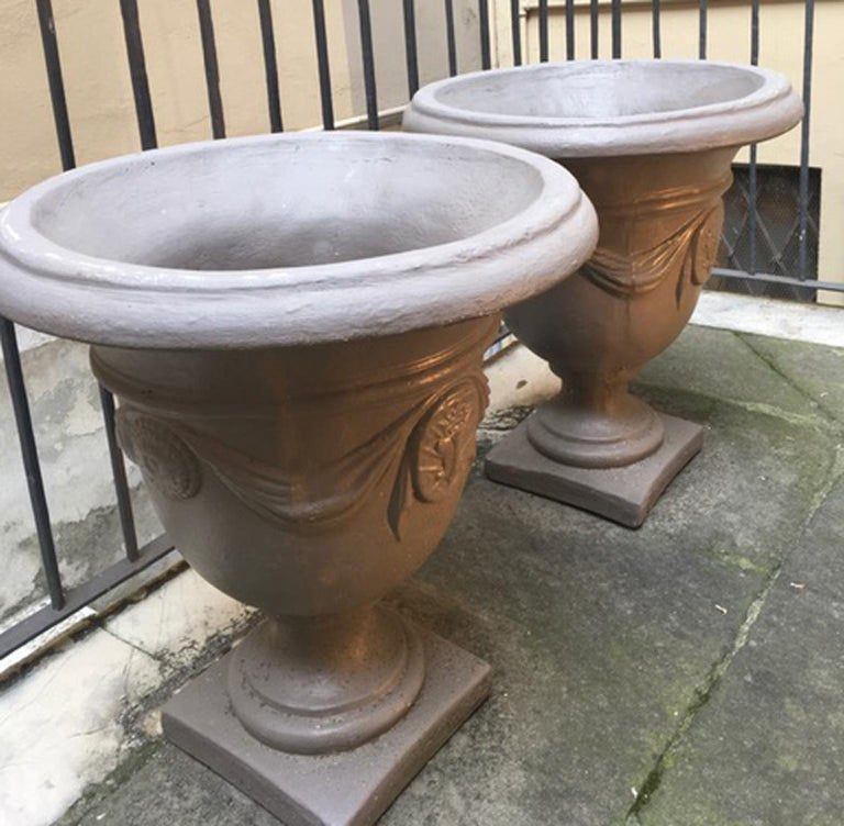 Pair of Italian Neoclassical Style Stone Paste Gardens Urns Hand Paint Mud Color For Sale 10