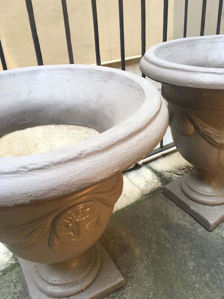 Pair of Italian Neoclassical Style Stone Paste Gardens Urns Hand Paint Mud Color For Sale 11