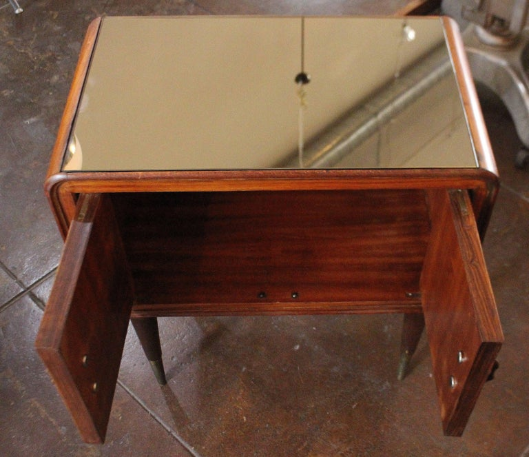 Mid-20th Century Pair of Italian Nightstands For Sale