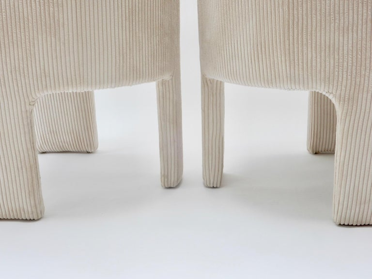 Pair of Italian Off-White Velvet Corduroy Armchairs, 1970s In Good Condition For Sale In London, GB