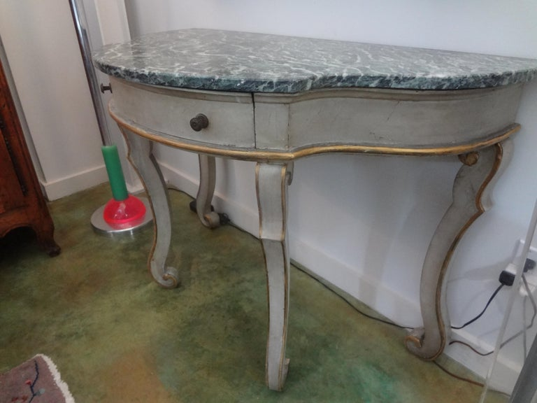 Pair of Italian Painted and Giltwood Freestanding Console Tables In Good Condition For Sale In Houston, TX