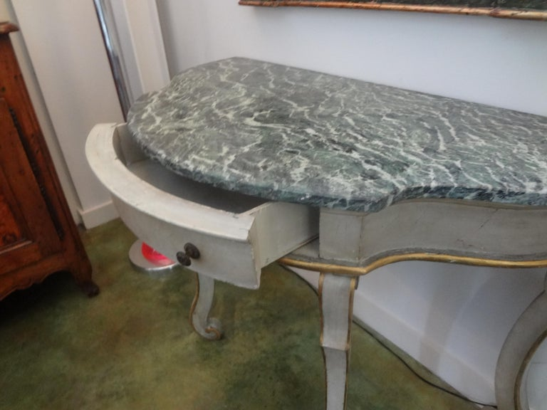 Early 20th Century Pair of Italian Painted and Giltwood Freestanding Console Tables For Sale