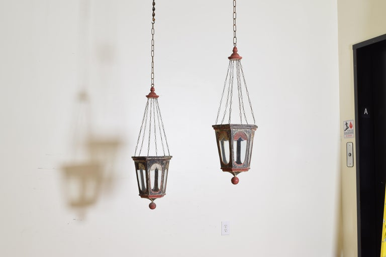 Neoclassical Revival Pair of Italian Painted Tole Hexagonal 1-Light Lanterns, 19th Century For Sale