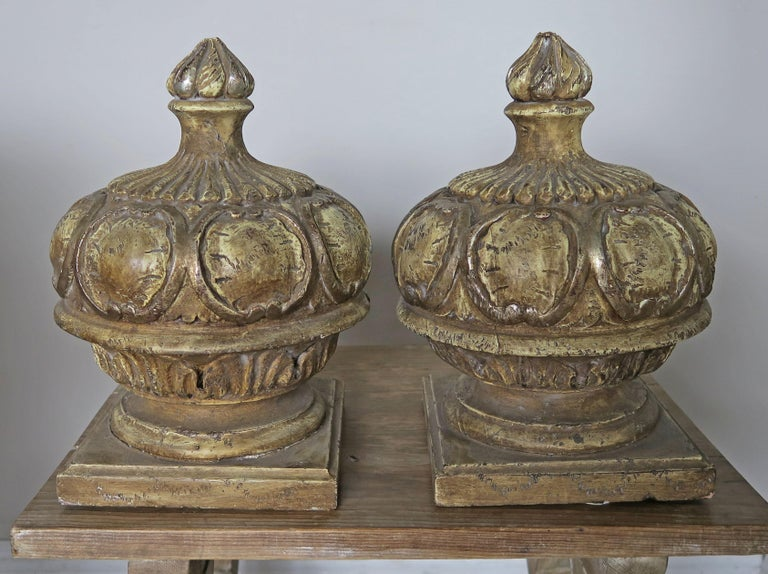 Pair of Italian Painted Wood Carved Finials with Flames For Sale 4
