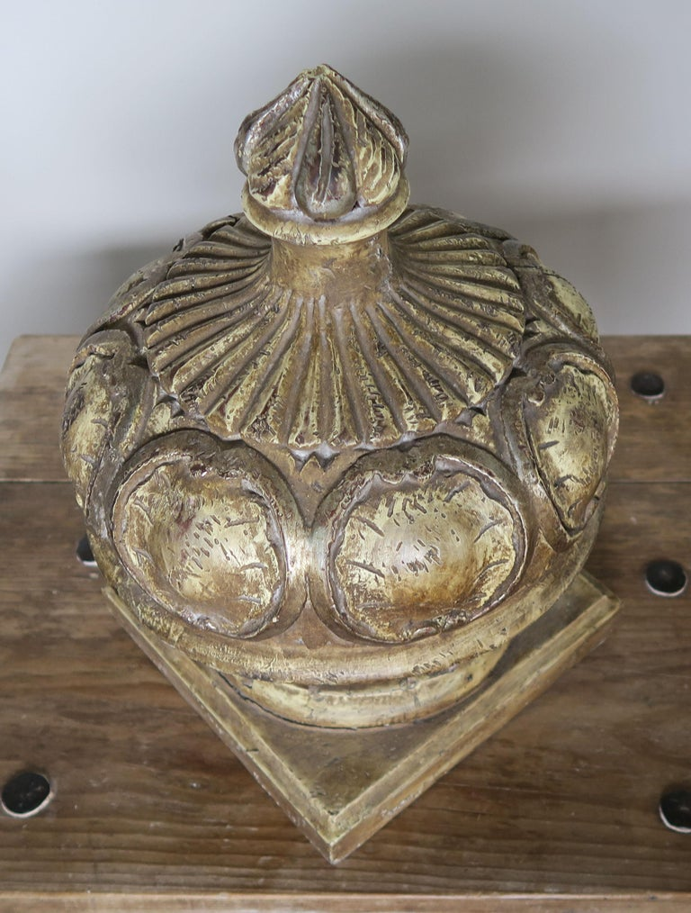 Pair of Italian Painted Wood Carved Finials with Flames For Sale 2