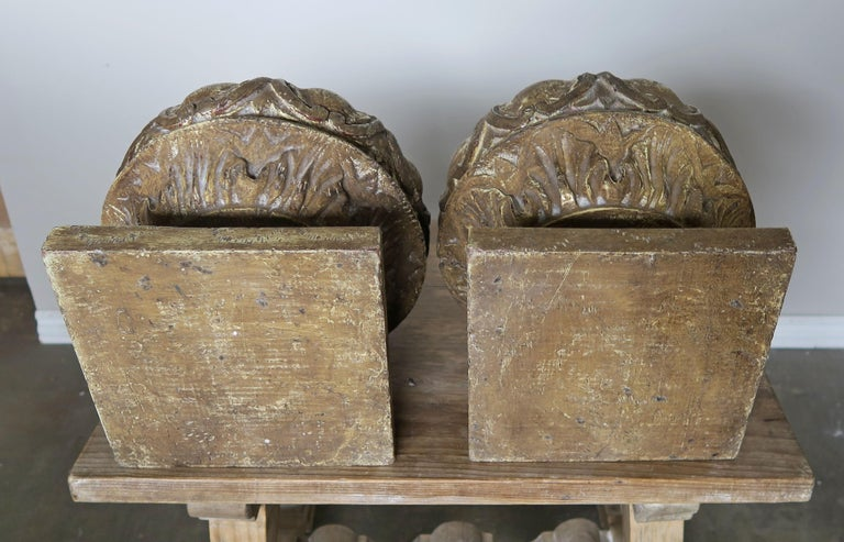 Pair of Italian Painted Wood Carved Finials with Flames For Sale 3