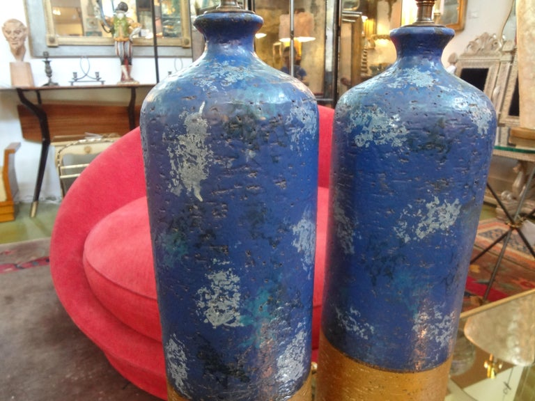 Hollywood Regency Pair of Italian Pottery Lamps by Aldo Londi for Bitossi For Sale