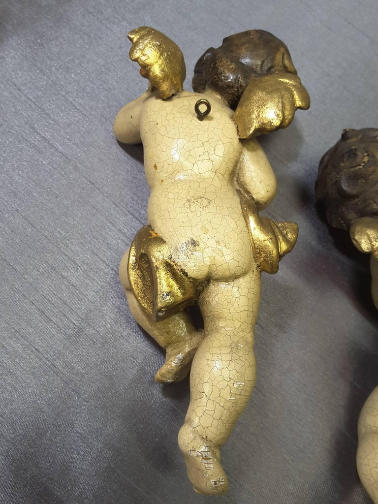 Gesso Pair of Italian Putti Wood Carved Hand-Painted Gilt Late 19th-Early 20th Century For Sale