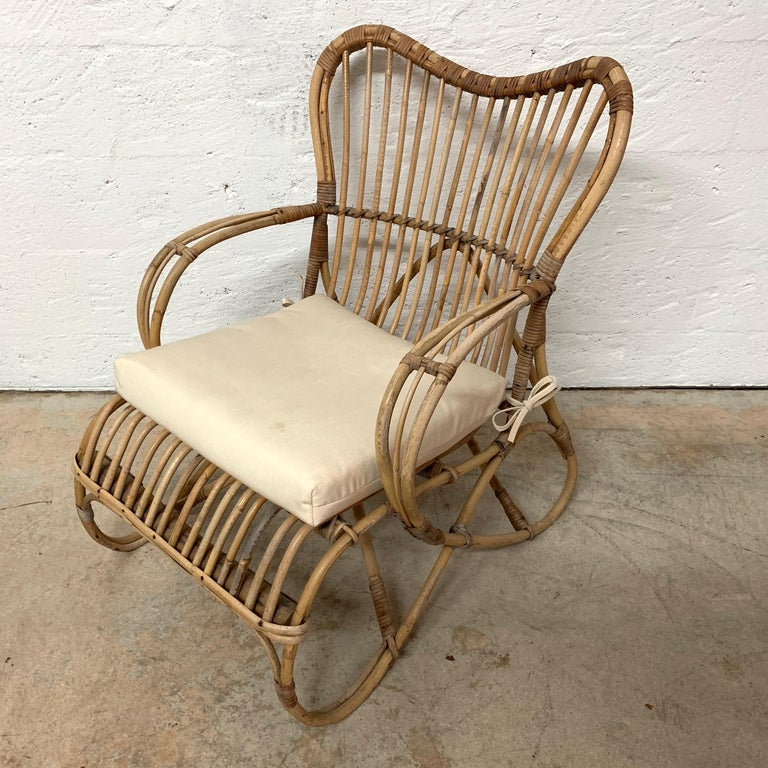 Pair of Italian Rattan and Wicker Chairs by Bonacina For Sale 9