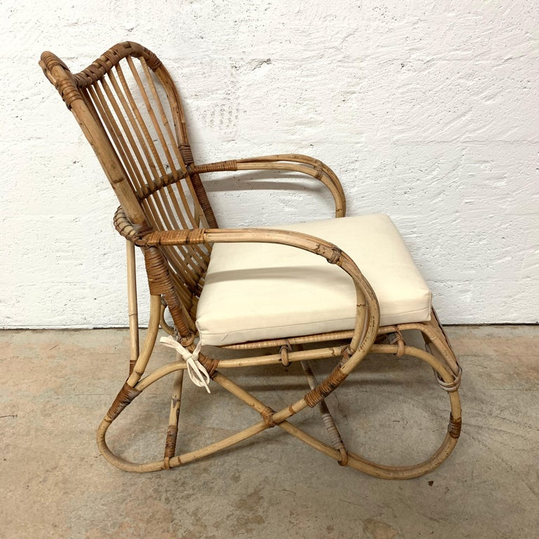 Pair of Italian Rattan and Wicker Chairs by Bonacina For Sale 1