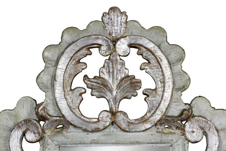 Pair of Italian Rococo Gray Painted and Silver Gilt Mirrored Wall Lights In Good Condition For Sale In Essex, MA