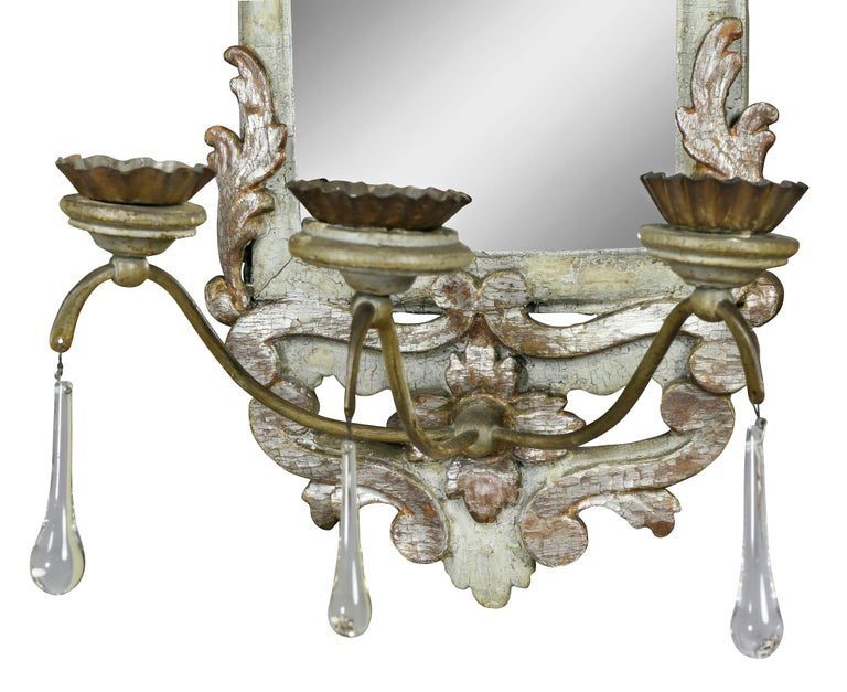 Other Pair of Italian Rococo Gray Painted and Silver Gilt Mirrored Wall Lights For Sale