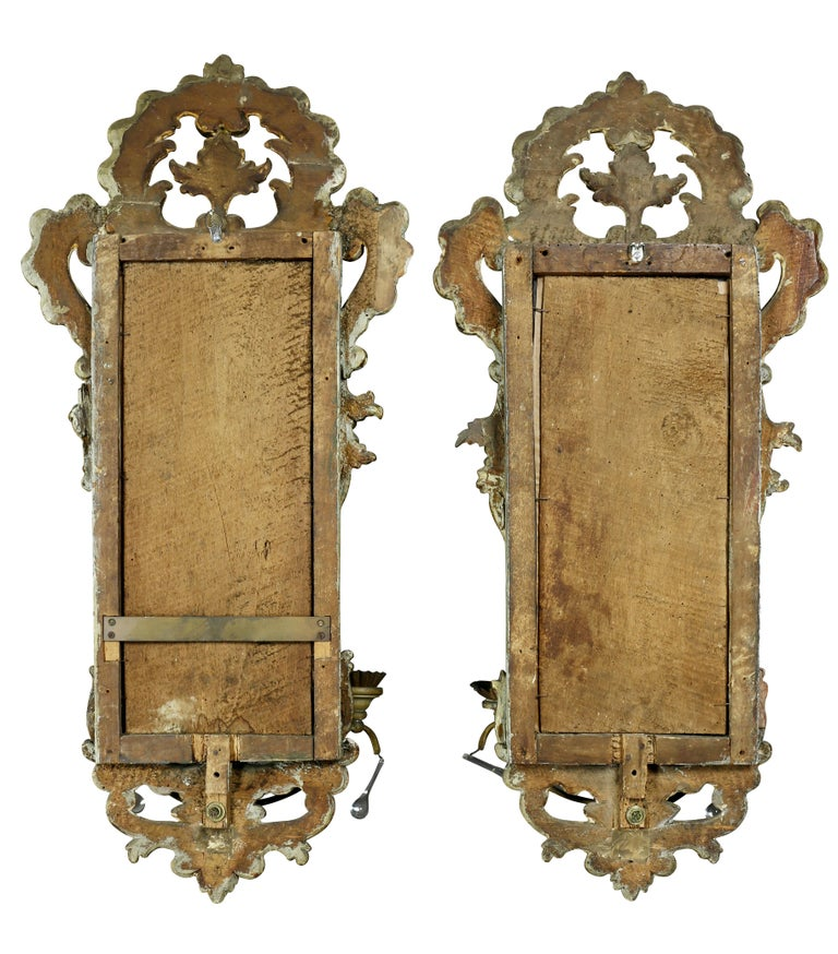 Pair of Italian Rococo Gray Painted and Silver Gilt Mirrored Wall Lights For Sale 2