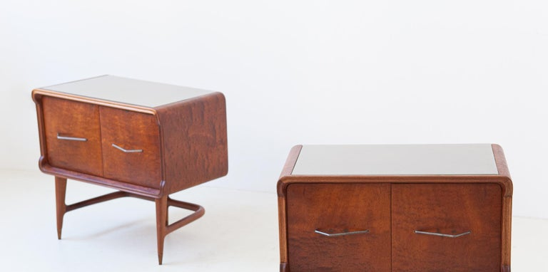 Pair of Italian Sculptural Mahogany Bedside Tables, 1950s For Sale 4
