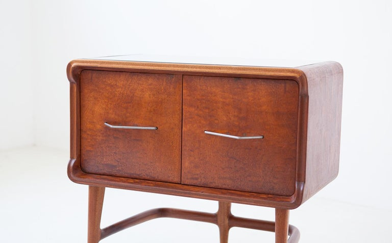 Pair of Italian Sculptural Mahogany Bedside Tables, 1950s For Sale 5