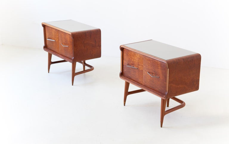 Mid-Century Modern Pair of Italian Sculptural Mahogany Bedside Tables, 1950s For Sale