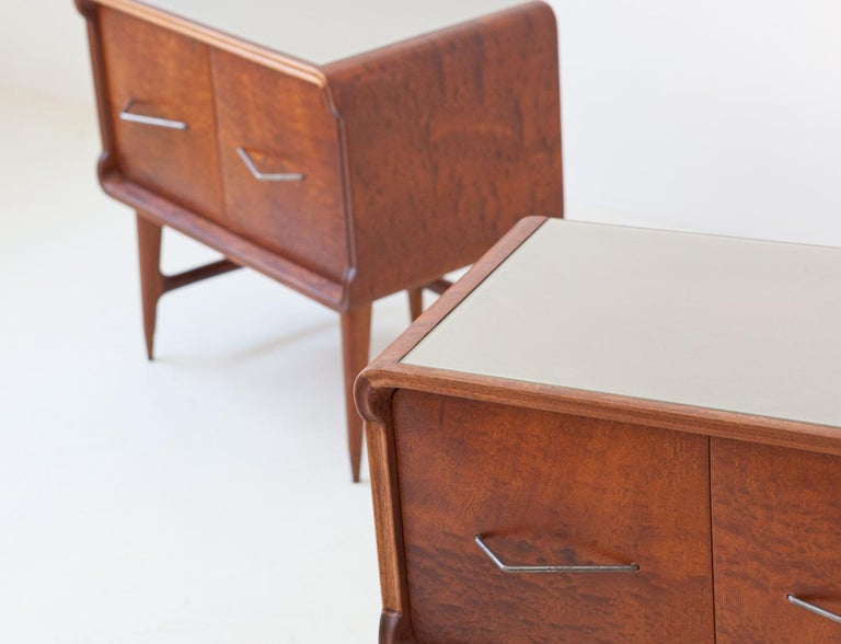 Mid-20th Century Pair of Italian Sculptural Mahogany Bedside Tables, 1950s For Sale