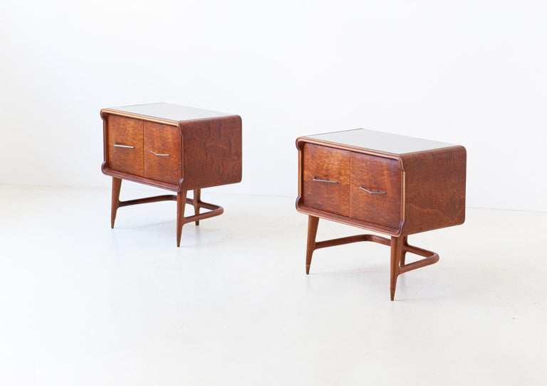 Iron Pair of Italian Sculptural Mahogany Bedside Tables, 1950s For Sale